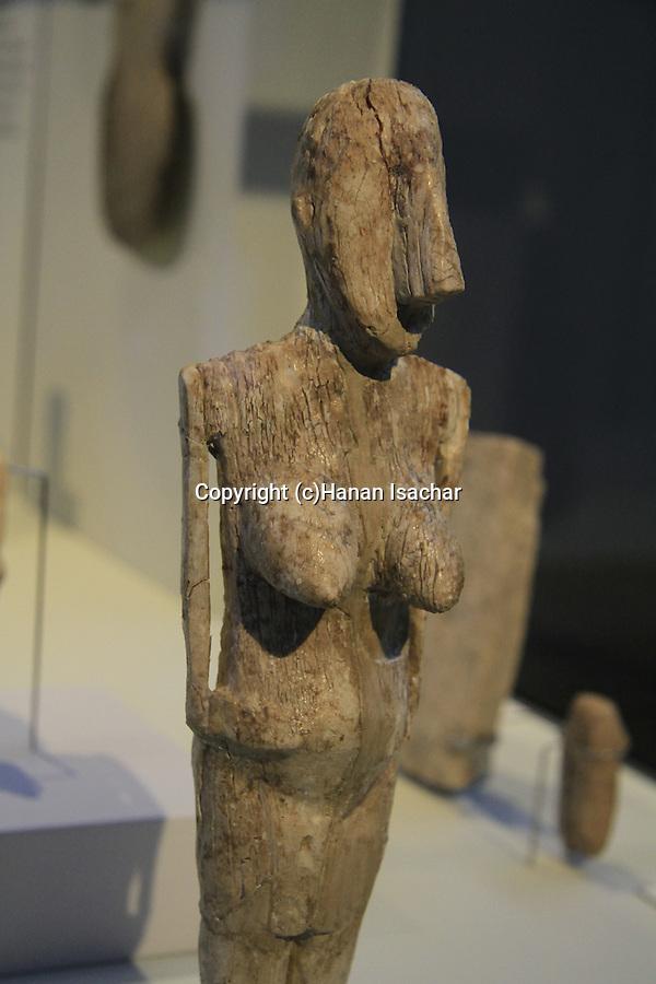 Israel, Jerusalem, 5500-6500 years old female figurine from Beer Sheba on display at the Israel Museum