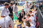 S&ouml;dert&auml;lje 2015-10-01 Basket Basketligan S&ouml;dert&auml;lje Kings - Uppsala Basket :  <br /> Uppsalas tr&auml;nare coach Kevin Gaines i aktion under en timeout med Uppsalas spelare i matchen mellan S&ouml;dert&auml;lje Kings och Uppsala Basket <br /> (Foto: Kenta J&ouml;nsson) Nyckelord:  Basket Basketligan S&ouml;dert&auml;lje Kings SBBK T&auml;ljehallen Uppsala Seriepremi&auml;r Premi&auml;r tr&auml;nare manager coach