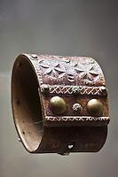 Europe/France/Aquitaine/64/Pyrénées-Atlantiques/Pays-Basque/Bayonne: Musée Basque - Colliers de bélier en bois orné de clous et décorés au couteau de motifs traditionnels
