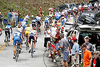 The peloton climbs a fan-filled switchback on Wolf Pen Gap during Stage 4 of the Ford Tour de Georgia. Fred Rodriguez of Davitamon-Lotto won the 118.9-mile (191.4-km) stage from Dalton to Dahlonega.<br />