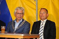 ZEILEN: GROU: 29-07-2016, SKS Skûtsjesilen loting Grou, Burgemeester Ferd Crone (Leeuwarden) en SKS-voorzitter René Nagelhout, ©foto Martin de Jong