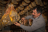 Europe, France, Auvergne, Cantal (15), Pierrefort:  Jambon cru d'Auvergne en séchoir naturel à l'air libre - Yves Joffrois, Maison Joffrois, Boucherie charcuterie, Les Viandes Du Père Joffrois // Europe, France, Auvergne, Cantal, Pierrefort: Raw ham Auvergne, natural drying in the open air -  Maison Joffrois,  Yves Joffrois [Non destiné à un usage publicitaire - Not intended for an advertising use]