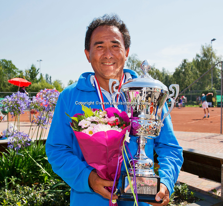 Netherlands, Amstelveen, August 23, 2015, Tennis,  National Veteran Championships, NVK, TV de Kegel,  awards ceremony men's 55+ :  Winner Frank Lapré<br /> Photo: Tennisimages/Henk Koster