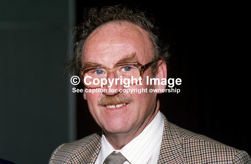 Jimmy Dunnachie, MP, Labour Party, UK, 19870919JD..Copyright Image from Victor Patterson, 54 Dorchester Park, Belfast, UK, BT9 6RJ..Tel: +44 28 9066 1296.Mob: +44 7802 353836.Voicemail +44 20 8816 7153.Skype: victorpattersonbelfast.Email: victorpatterson@me.com.Email: victorpatterson@ireland.com (back-up)..IMPORTANT: If you wish to use this image or any other of my images please go to www.victorpatterson.com and click on the Terms & Conditions. Then contact me by email or phone with the reference number(s) of the image(s) concerned.