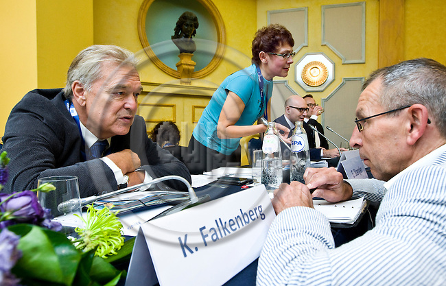 BRUSSELS - BELGIUM - 24 September 2014 -- 7th Confederation of European Waste-to-Energy Plants (CEWEP) Waste-to-Energy Congress 2014 - Local Energy from Local Waste - Affordable, Secure & Sustainable. -- Panel Discussion (from left) Karl F. Falkenberg, European Commission talking to congress participant; Ella Stengler, Head of CEWEP Brussels office -Introduction and Moderation; Costas Velis, University of Leeds; Martin Engelmann, PlasticsEurope. -- PHOTO: Juha ROININEN / EUP-IMAGES