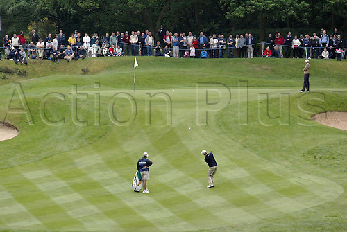 29 May 2004: Australian golfer Richard Green (AUS) plays a chip shot to the 2nd green during the third round of The Volvo PGA Championship, Wentworth, England. Photo: Glyn Kirk/Actionplus...040529 man men golf player