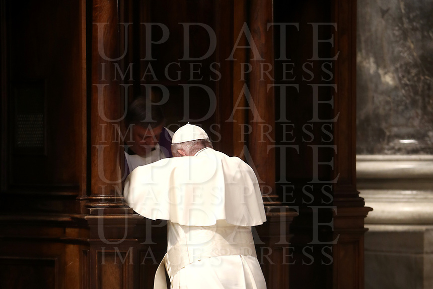 ope Francis confesses during the Liturgy of Penance in St. Peter Basilica at Vatican on March 29, 2018.<br /> UPDATE IMAGES PRESS/Isabella Bonotto/Pool<br /> <br /> STRICTLY ONLY FOR EDITORIAL
