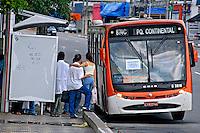 Transporte em õnibus. São Paulo. 2007. Foto de Juca Martins.