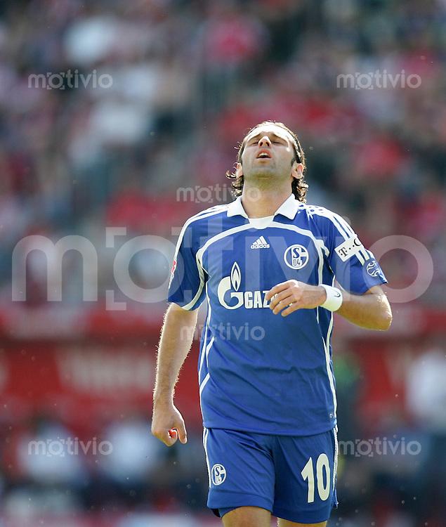 Fussball   1. Bundesliga   Saison 2006/2007 LINCOLN (FC Schalke 04) enttaeuscht