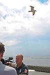 08.07.2010, Fähre, Norderney, GER, Trainingslager Werder Bremen 1. FBL 2010 - Day01 im Bild     Thomas Schaaf ( Werder  - Trainer  COACH) auf der Faehre ueber ihm die Norderney Moewe Foto © nph / Kokenge