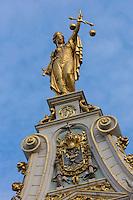 Belgique, Flandre-Occidentale, Bruges, centre historique classé Patrimoine Mondial de l'UNESCO, Burg, ancien greffe civil de style Renaissance flamande datant du XVIe siècle, allégorie de la justice // Belgium, Western Flanders, Bruges, historical centre listed as World Heritage by UNESCO, former civilian Court Clerk of Fleminsh Renaissance Style dated 16th century, Justice allegory e
