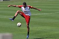 SAO PAULO, 19 DE FEVEREIRO DE 2013. - TREINO SAO PAULO - O jogador Lucio durante treino do Sao Paulo, no Centro de Treinamento da Barra Funda, regiao oeste da capital na manha desta terca feira, 19. (FOTO: ALEXANDRE MOREIRA / BRAZIL PHOTO PRESS).