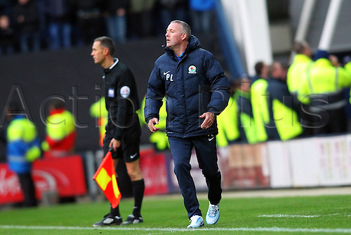 21.11.2015. Deepdale, Preston, England. Skybet Championship. Preston North End versus Blackburn. Paul Lambert shouts instructions from the touchline