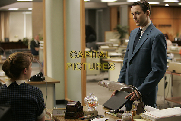 ELISABETH MOSS, VINCENT KARTHEISER<br /> in Mad Men (Season 1)<br /> *Filmstill - Editorial Use Only*<br /> CAP/FB<br /> Image supplied by Capital Pictures