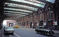 London: St. Pancras--Taxi Area.  Photo '82.