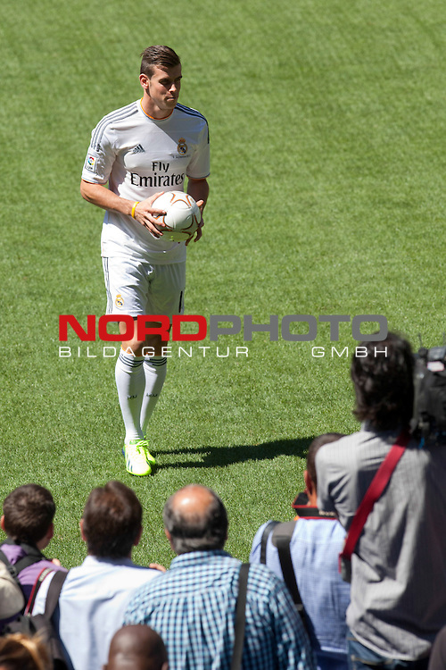 Gareth Bale during the official presentation as new player of Real Madrid football club in Santiago bernabeu Stadium in Madrid, Spain.. September 02, 2013. Foto © nph / Caro Marin)