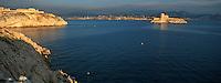 Europe/France/13/Bouches-du-Rhône/ Marseille: la ville et le Château d'If dans la lumière du soir vus depuis les Iles du Frioul