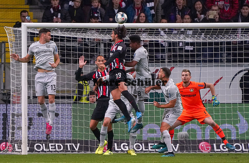 Kopfballchance Goncalo Paciencia (Eintracht Frankfurt) - 18.10.2019: Eintracht Frankfurt vs. Bayer 04 Leverkusen, Commerzbank Arena, <br /> DISCLAIMER: DFL regulations prohibit any use of photographs as image sequences and/or quasi-video.