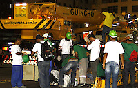 RECIFE-PE-03.02.2016- CARNAVAL-PE- Ponte Duarte Coelho fechada para receber a montagem da escultura do Galo da Madrugada, nesta quarta-feira,03  (Foto: Jean Nunes/Brazil Photo Press)