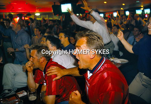 WORLD CUP FANS, LONDON JUNE'98 ENGLAND LOOSE TO ARGENTINA ON PENALTIES, 1998