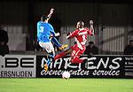 2015-10-31 / Voetbal / seizoen 2015-2016 / Hoogstraten VV - Tempo Overijse / Ronald Loenders (l.) met Hamid Bouyfoulkitne (HVV) <br /><br />Foto: Mpics.be