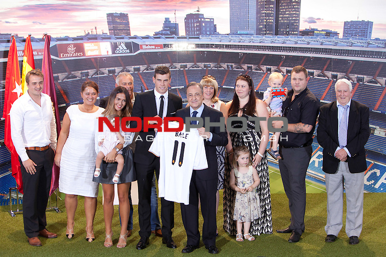 President of Real Madrid Florentino Perez, Gareth Bale and his family during his official presentation as new player of Real Madrid football club in Santiago bernabeu Stadium in Madrid, Spain.. September 02, 2013. Foto © nph / Caro Marin)