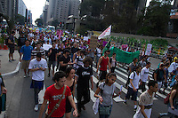 SAO PAULO, SP, 07.09.2013 - Manifestantes entram em conflonto com policiais. Manifestação na tarde deste sabado(07), na Av. Paulista em São Paulo marca o sete de setembro. (Foto: Amauri Nehn / Brazil Photo Press).