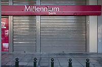 Atene, negozi chiusi in pieno centro in seguito alla crisi economica Banche chiuse Negozi vuoti