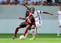 FUSSBALL   1. BUNDESLIGA  SAISON 2011/2012   1. Spieltag FC Augsburg - SC Freiburg            06.08.2011 Cedric Makiadi (li, SC Freiburg) gegen Lorenzo Davids (re, FC Augsburg)