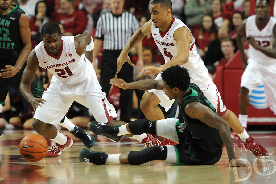 NWA Media/ J.T. Wampler -Arkansas' Manuale Watkins (21) and Jabril Durham scramble for a loose ball against Utah Valley Saturday Jan. 3, 2015 at Bud Walton Arena in Fayetteville. The Hogs won 79-46.