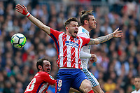 Real Madrid's Gareth Bale (r) and Atletico de Madrid's Saul Niguez during La Liga match. April 8,2018. (ALTERPHOTOS/Acero) /NortePhoto NORTEPHOTOMEXICO