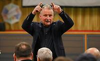 Schiedsrichter Lehrwart Lutz Wagner thematisiert bei seinem Vortrag im Volkshaus Büttelborn den Videobeweis - Büttelborn 11.02.2019: Vortrag von Schiedsrichterlehrwart Lutz Wagner bei der SKV Büttelborn