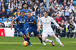 Real Madrid´s Gareth Bale (R) and Getafe´s Wanderson during La Liga match at Santiago Bernabeu stadium in Madrid, Spain. December 05, 2015. (ALTERPHOTOS/Victor Blanco)