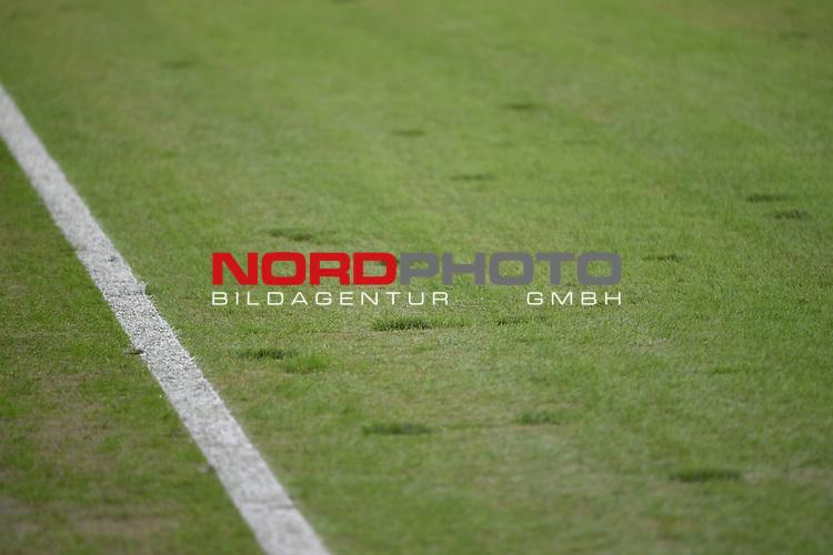 18.02.2018, Borussia Park, M&ouml;nchengladbach, GER, 1. FBL., Borussia M&ouml;nchengladbach vs. Borussia Dortmund<br /> <br /> im Bild / picture shows: <br /> geflickter Rasen.. steht wesentlich h&ouml;her als der Rest des Rasens, viele besch&auml;digte Stellen im Rasen.. <br /> <br /> Foto &copy; nordphoto / Meuter