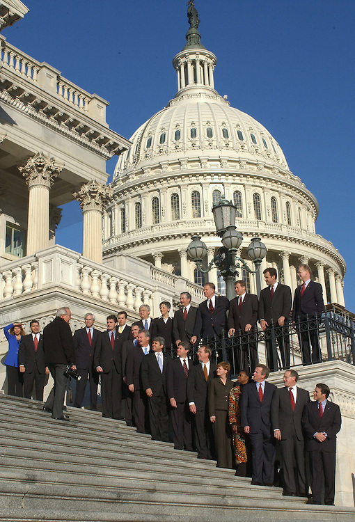 11/15/04.HOUSE FRESHMEN OF 109TH CONGRESS--New members-elect of 109th Congress gather on the East Front House steps of the U.S. Capitol for the official freshman class picture. They have been in Washington since Saturday for New Member Orientation (NMO), sponsored by the House Administration Committee.  CONGRESSIONAL QUARTERLY PHOTO BY SCOTT J. FERRELL