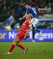 FUSSBALL   1. BUNDESLIGA   SAISON 2012/2013    23. SPIELTAG FC Schalke 04 - Fortuna Duesseldorf                        23.02.2013 Marco Hoeger (re, FC Schalke 04) gegen Axel Bellinghausen (li, Duesseldorf)