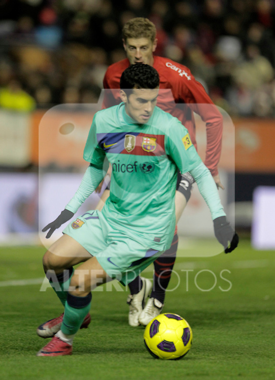 FC Barcelona's Pedro Rodriguez (f) and Osasuna's Sergio Fernandez during La Liga match.December 04,2010. (ALTERPHOTOS/Acero)