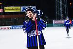 Uppsala 2013-11-13 Bandy Elitserien IK Sirius - IFK Kung&auml;lv :  <br /> Sirius Niklas Hellqvist ser nedst&auml;md ut efter matchen n&auml;r han tackar publiken<br /> (Foto: Kenta J&ouml;nsson) Nyckelord:  depp besviken besvikelse sorg ledsen deppig nedst&auml;md uppgiven sad disappointment disappointed dejected