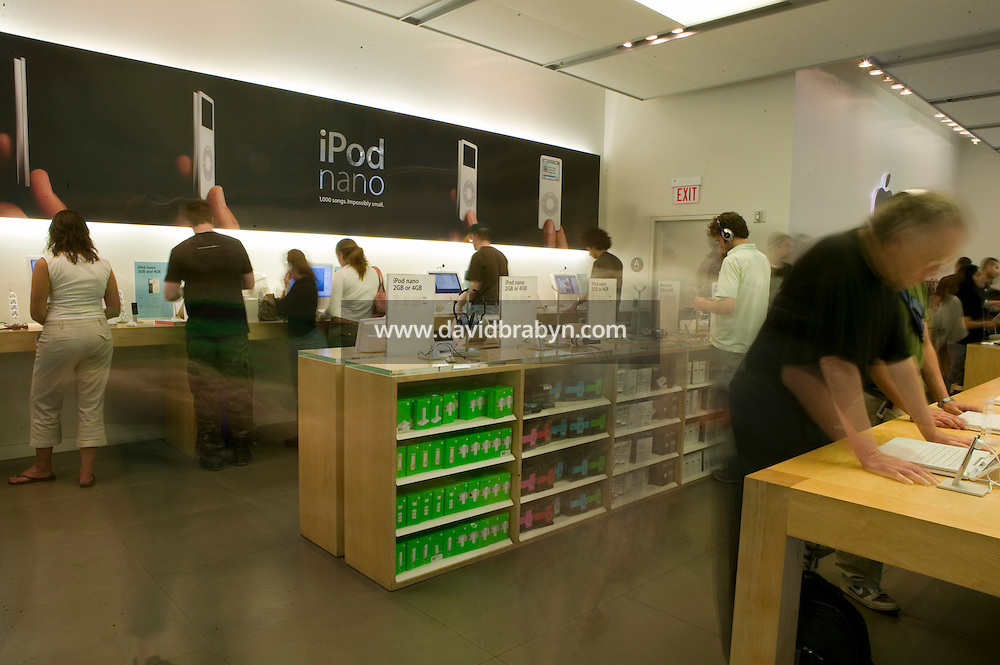 5 October 2005 - New York City, NY - Inside the Apple store in Soho, New York City, USA, 5 October 2005. Photo Credit: David Brabyn.