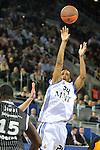 MADRID, Spain (19/01/11). Euroliga de baloncesto. Partido 1 del top 16, grupo G. Euroleague Basketball, Game 1 Top 16, Group G. Real Madrid vs Partizan MT:S..Clay Tucker...©Raul Perez .