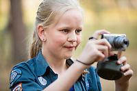 20140805 Vilda-l&auml;ger p&aring; Kragen&auml;s. Foto f&ouml;r Scoutshop.se<br /> scout fotar dag ljust scoutskjorta tr&auml;d l&auml;gerplats