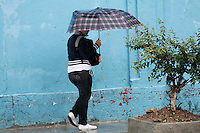 SÃO PAULO, SP, 08 FEVEREIRO DE 2013  - CLIMA TEMPO SP - Chove forte na capital paulista, região do Bom Retiro, zona central da capital, na tarde dessa sexta-feira(08) -   FOTO LOLA OLIVEIRA - BRAZIL PHOTO PRESS