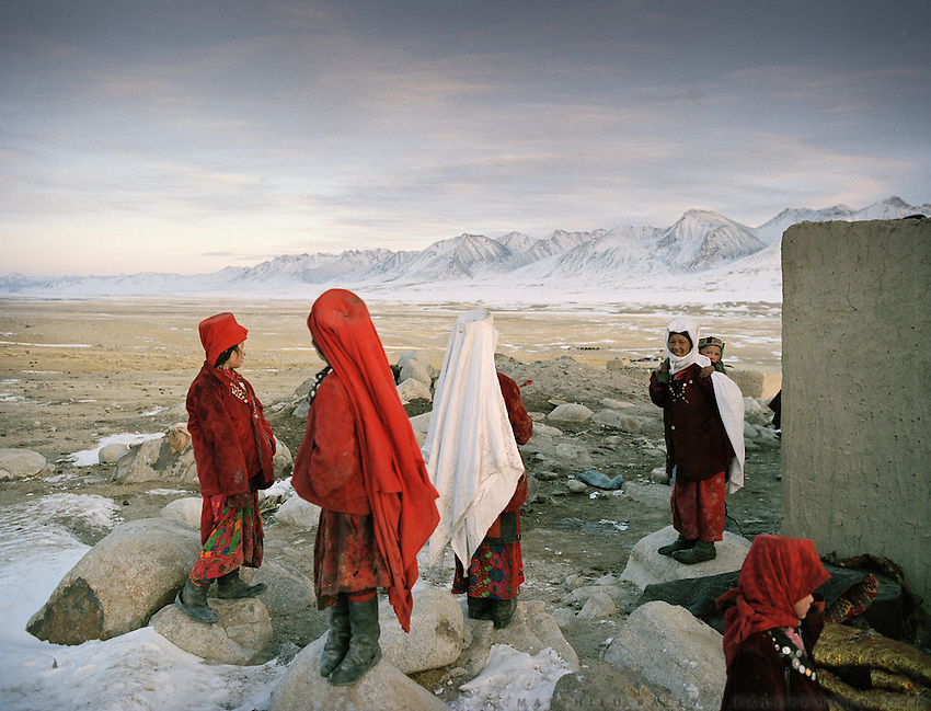Women from the Khan's camp wait for the returns of the yaks. Qyzyl Qorum campment, Abdul Rashid Khan's camp (leader of the Afghan Kyrgyz). .Winter expedition through the Wakhan Corridor and into the Afghan Pamir mountains, to document the life of the Afghan Kyrgyz tribe. January/February 2008. Afghanistan