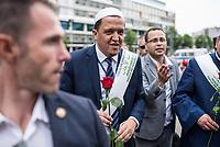 """Der """"Marsch der Muslime gegen Terrorismus"""" am Sonntag den 9. Juli 2017 in Berlin.<br /> Etwa sechzig Imame aus Frankreich und anderen europaeischen Laendern, darunter auch sechs Imame aus Berlin werden ab dem 9. Juli 2017 in europaeische Staedte fahren, wo es in den letzten Jahren besonders schwere islamistisch motivierte Terroranschlaege gegeben hat.In Berlin versammelten sie sich zusammen mit Mitgliedern der christlichen und juedischen Gemeinde an der Kaiser-Wilhelm-Gedaechtnis-Kirche in Berlin-Charlottenburg wo im Dezember 2016 einen Anschlag auf den Weihnachtsmarkt gegeben hatte.<br /> Der franzoesische Imam Hassen Chalghoumi aus dem Pariser Vorort Drancy engagiert sich seit vielen Jahren fuer ein friedliches Miteinander der Religionen, insbesondere im Verhaeltnis der Muslime zum Judentum. Zusammen mit seinem Freund, dem juedischen Schriftsteller Marek Halter, der seit Jahrzehnten in gleicher Weise engagiert ist hat er den """"Marche des musulmans contre le terrorisme"""" initiert. Sie wollen nach Bruessel, Paris, St.-Etienne-du-Rouvray, Toulouse und Nizza und dort oeffentlich fuer die Opfer beten und gegen einen Missbrauch des Islam durch Terroristen und menschenfeindliche Gruppen eintreten.<br /> Die Evangelische Kirche Berlin-Brandenburg-schlesische Oberlausitz unterstuetzt das Anliegen der """"Marche des musulmans contre le terrorisme"""". Der Landesbischof Dr. Markus Droege hat an dem Gebet der Muslime auf dem Breitscheidplatz als Gast teilgenommen und einen Segen fuer die Teilnehmer ausgesprochen.<br /> Im Bild: Imam Chalghoumi.<br /> 9.7.2017, Berlin<br /> Copyright: Christian-Ditsch.de<br /> [Inhaltsveraendernde Manipulation des Fotos nur nach ausdruecklicher Genehmigung des Fotografen. Vereinbarungen ueber Abtretung von Persoenlichkeitsrechten/Model Release der abgebildeten Person/Personen liegen nicht vor. NO MODEL RELEASE! Nur fuer Redaktionelle Zwecke. Don't publish without copyright Christian-Ditsch.de, Veroeffentlichung nur mit Fotografennennung, sowie gegen H"""