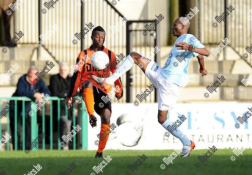 2010-12-12 / Voetbal / seizoen 2010-2011 / Willebroek-Meerhof - Londerzeel / Omer Hakizimana (L, W-M) met Camara..Foto: Mpics