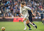 Cristiano Ronaldo (l) of Real Madrid battles for the ball with Luis Munoz of Malaga CF during their La Liga 2016-17 match between Real Madrid and Malaga CF at the Estadio Santiago Bernabéu on 21 January 2017 in Madrid, Spain. Photo by Diego Gonzalez Souto / Power Sport Images