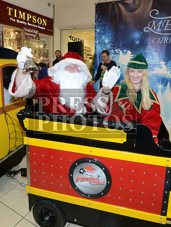 Santa Arrives at Drogheda Town Centre. Photo:Colin Bell/pressphotos.ie