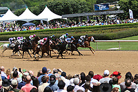 HOT SPRINGS, AR - April 15: The field runs past the crowd for the first time in the second race at Oaklawn Park on April 15, 2017 in Hot Springs, AR. (Photo by Ciara Bowen/Eclipse Sportswire/Getty Images)