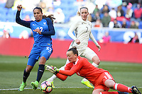 HARRISON, NJ, 04.03.2017 - FRANÇA-ALEMANHA - Amel Majri da França disputa bola com a goleira Schult da  Alemanha em  jogo valido pela segunda rodada da SheBelieves Cup no Red Bull Arena na cidade de Harrison nos Estados Unidos neste sábado , 04. (Foto: William Volcov/Brazil Photo Press)