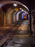 Grubenbahn im Stollen, Rammelsberg, Museum und Besucherbergwerk, Goslar, Niedersachsen, Deutschland, Europa, UNESCO-Weltkulturerbe<br /> mine train in tunnel, Rammelsberg - Museum and show mine, Goslar, Lower Saxony,, Germany, Europe, UNESCO Heritage Site